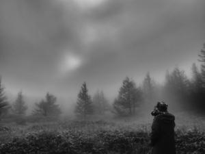 クリックすると拡大できます→◎霧を撮る人