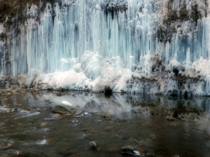 クリックすると拡大できます→◎白川氷柱群・一景
